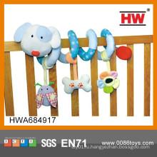 Смешные животные форме мягкие игрушки ребенка висит