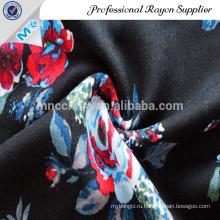 Красивая атласная ткань с цветочным принтом