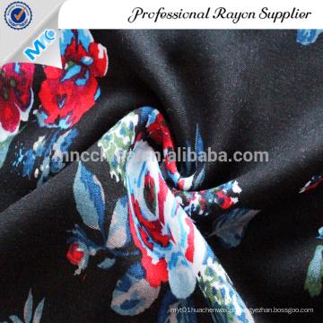 Lindo tecido de cetim com estampado floral