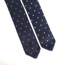 Cravate maigre de point de broderie faite sur commande de points de broderie de la grosse extrémité des hommes de triangle