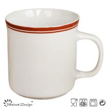 Stonware droit avec la main peignant la grande tasse