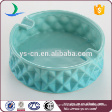 Großer moderner blauer keramischer Aschenbecher