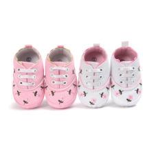 Sapatas de bebê do primeiro caminhante da flor cor-de-rosa Moccasins infantis macios da criança do único