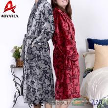 Venta al por mayor 280gsm adulta en relieve de lana de franela albornoz ropa de dormir