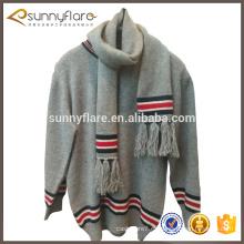 Suéter de cachemir con cuello redondo y estampado de niños pequeños