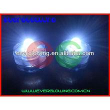 flammenlose LED-Flash-Kerze schwimmt