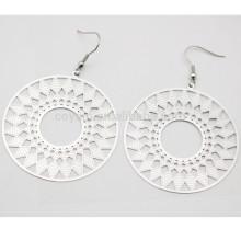 Hueco patrón geométrico estilo étnico de acero inoxidable de plata pendiente de gota redonda para las mujeres