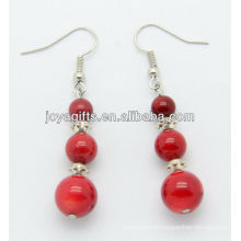 Boucles d'oreille en corail rouge avec perles en alliage