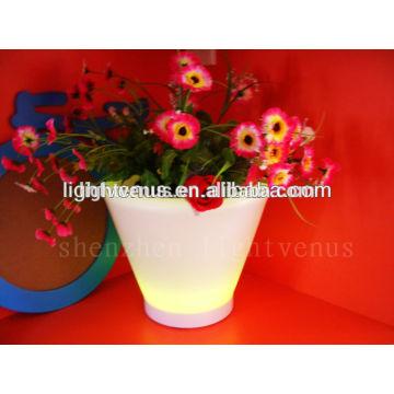 Nuevos productos 2015 producto innovador para los hogares llevado molde de plantador plástico tubo flor florero