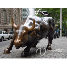 Large outdoor bronze charging bull office building decoration