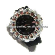 Pulseira de relógio preta com grande cristal pavimentado em torno de relógios de bolso bonitos das senhoras