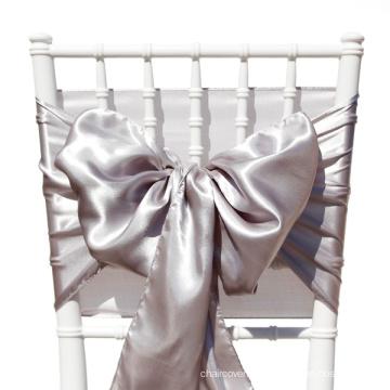 marco de la colores silla satén. lazo, arco de la silla, decoración de la boda de la silla