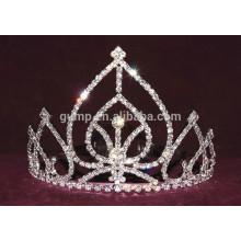 Pequeña tiara de diamantes de imitación