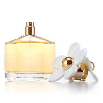 Perfume para a senhora com cheiro fresco e modelo famoso