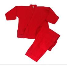 Uniforme rouge pour le karaté