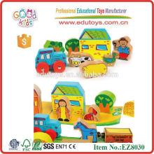 Hölzernes Spielzeug-Bauernhof gesetzt für Kind