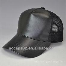 Chapéu em branco de snapback de couro
