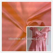 As mulheres vestem tecido de cetim de poliéster