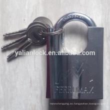 Cerradura protegida con manguito cromado superior de seguridad