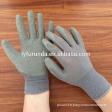 Rides recouvertes de gants de latex