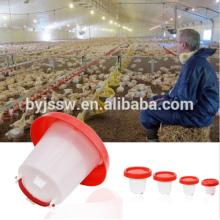 Alimentadores y bebedores de pollo