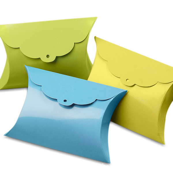 886152-many-pillow-box