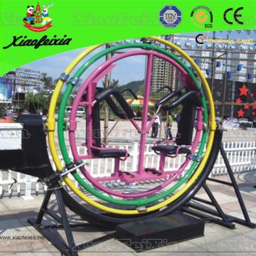 Zwei Person Sitzen des Gyroskops