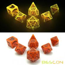 Bescon Rougeoyante Halloween Polyédrique Dés 7pcs Set, Lumineux Halloween RPG Dice Set, Glow dans Dark Dice Halloween DND Game Dice
