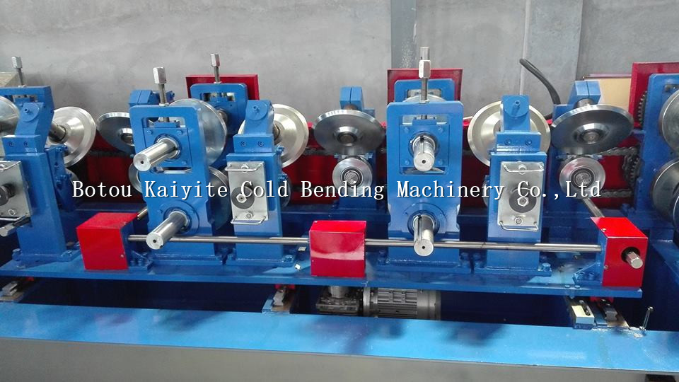 Automatic C Z Shaped Steel Z purlin roll forming machine