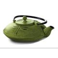 Tetera verde de hierro fundido del estilo japonés con las tazas y el Trivet