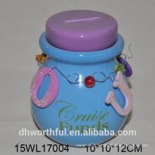 Pot en céramique avec brillant bleu clair
