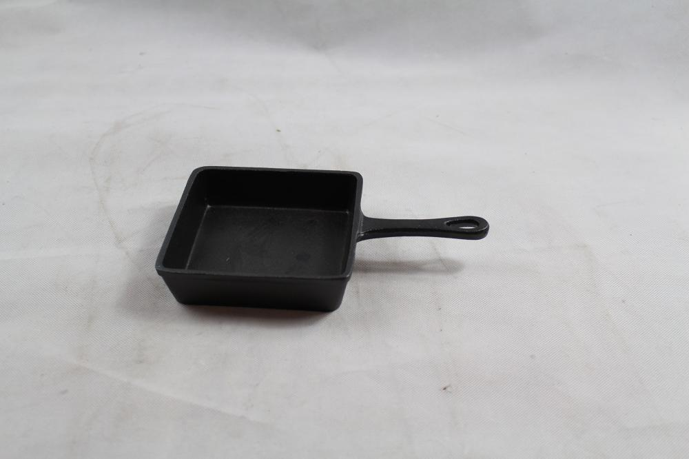 Cast iron pre seasoned square skillet