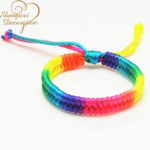 colorida pulsera hecha a mano