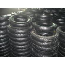 Neumático y tubo de caucho natural