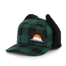 Warm winter cap with earflap green grip