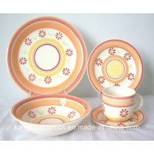 Vaisselle en céramique colorée peinte à la main (ensemble)