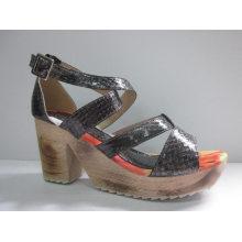 Nuevas sandalias de diseño Ladies Chunk (HCY03-079)