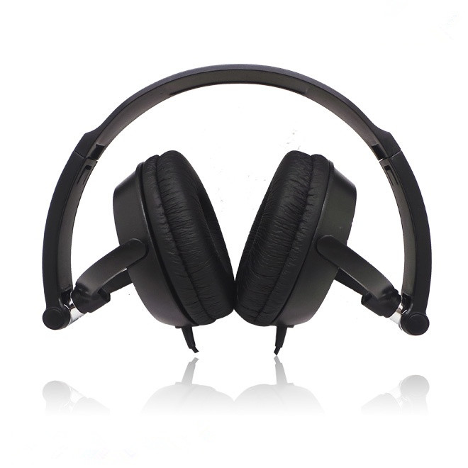 black over head earphone