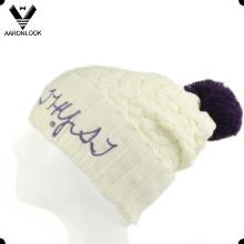 Tampão longo do inverno do teste padrão da senhora Crochet com bordado