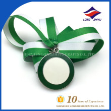 2015 Medalhas de qualidade de esmalte de cor verde e branco personalizadas