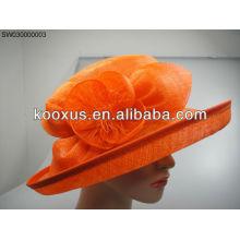 Sombrero de primavera con material sinamay pluma