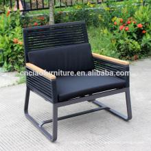 Sillas de patio de metal moderno con tela de brazo y eslinga de teakwood