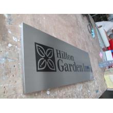Las placas de aluminio de la serigrafía de la exhibición de la pared de la habitación del hotel de Hilton