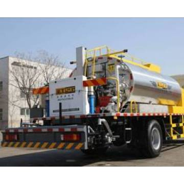 Mesin truk 4500L Bitumen Sprayer