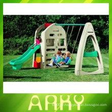 Équipement d'aire de jeux pour enfants avec balançoire
