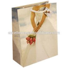 Bolsa de papel de regalo de boda puerta