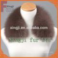 Chaqueta de cuero teñida en color azul con cuello de piel de zorro forro
