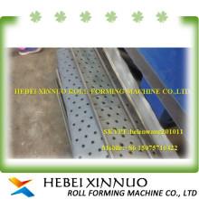 Placa da caminhada do andaime do xinnuo de Hebei que está a máquina do painel do telhado da emenda da posição