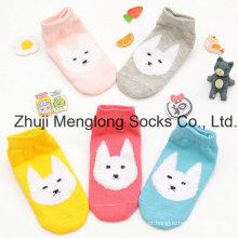 Vendas por atacado de meias de algodão fofo para meninas com padrões de fios de pluma