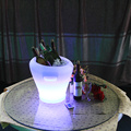 Mesa de cubo de hielo con barra de plástico atractiva